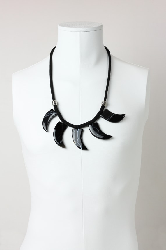 Black agate claw necklace
